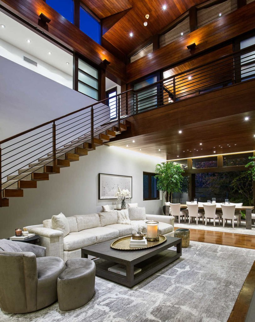 two-story-atrium-with-vaulted-ceilings-in-matt-damons-house